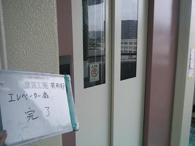 エレベーター扉塗装完了