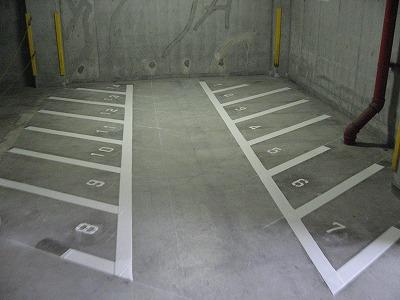 駐輪場白線焼き付け完了