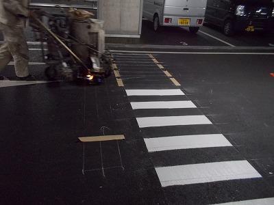 ライン引き工事地下駐車場
